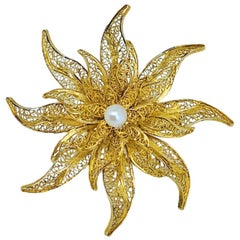 "Traditional Filigree ""Flower"" Brooch in Yellow Gold and Pearl"