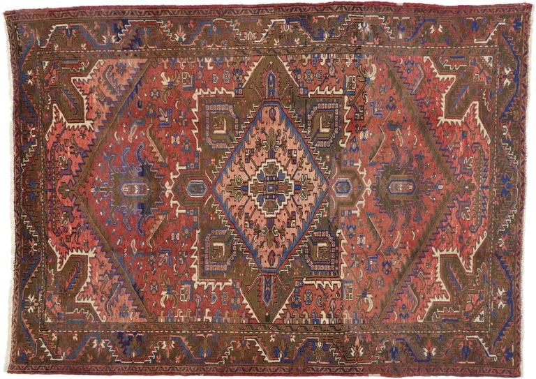 Traditional Vintage Persian Heriz Rug with Modern Rustic Style In Good Condition For Sale In Dallas, TX