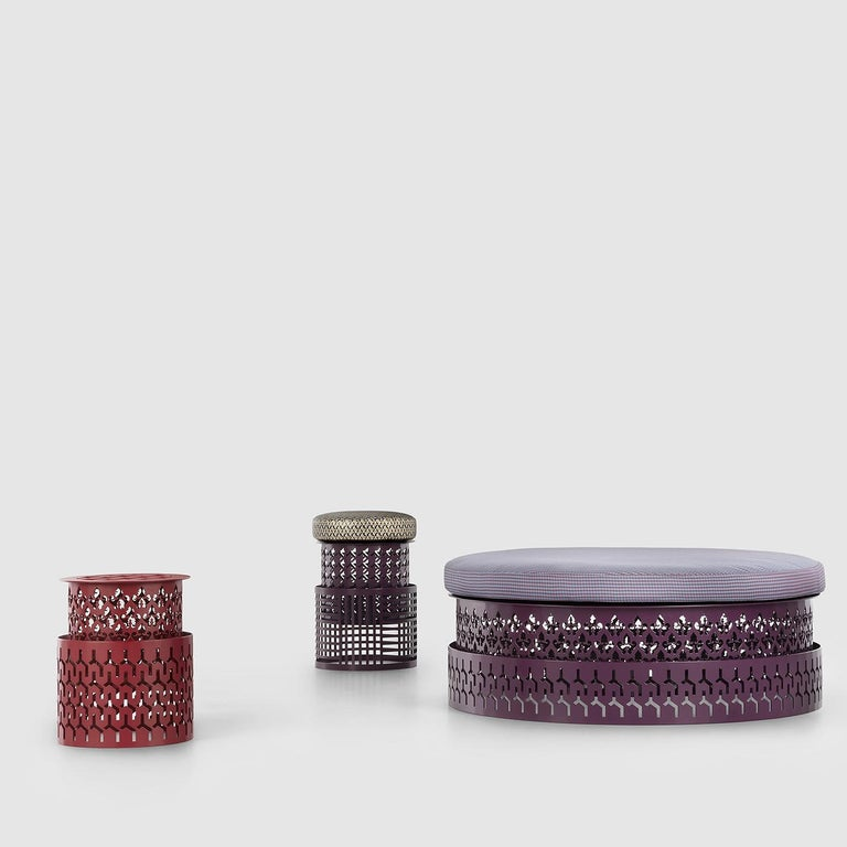 Contemporary and sophisticated, this pouf will be a charming addition to both an indoor or outdoor area. Boasting a dark purple hue, it is entirely crafted of steel. The structure is marked by two cylindrical pieces distinguished by a captivating