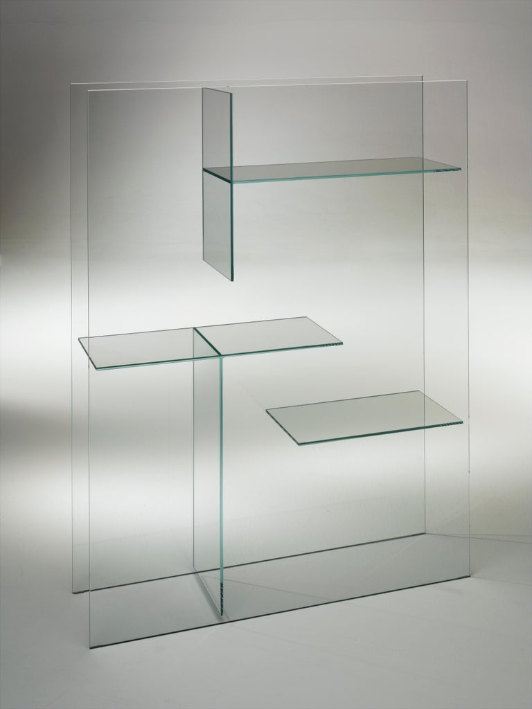 Transfix storage unit is shown here in the transparent extralight glass. Display and storage unit and element dividing and screening the spaces, obtained by gluing slabs of laminated 5+5 mm glass. Available in transparent extralight glass or