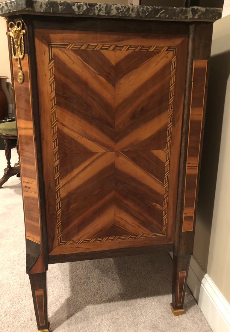 Transition Chest of Drawers, France, 1780 For Sale 4