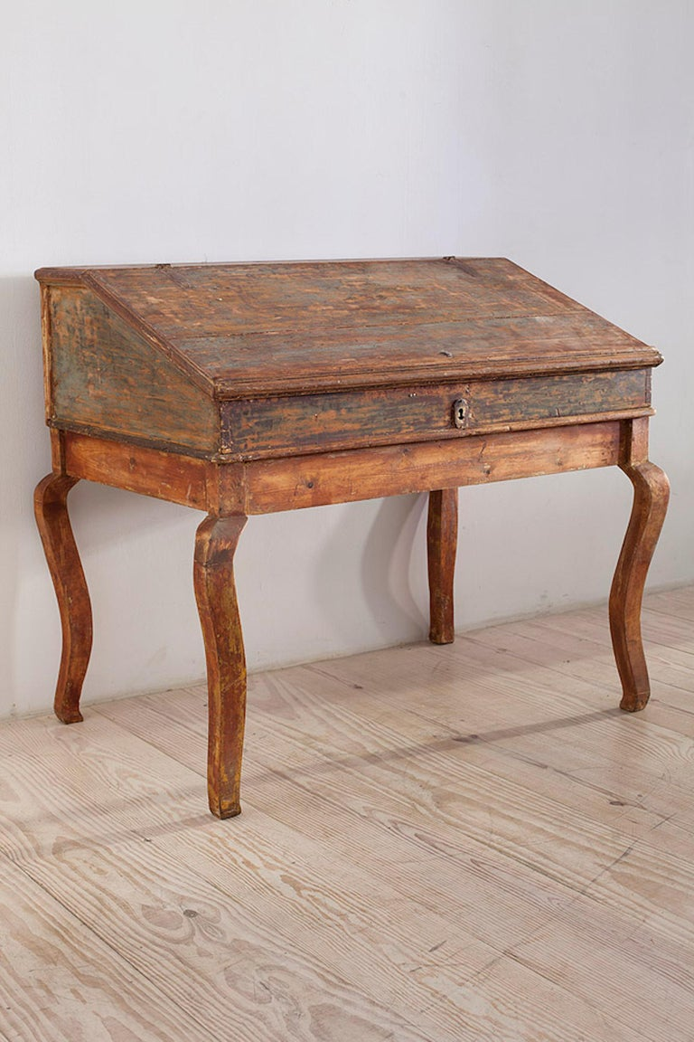Transitional Baroque/Rococo Tilt-Top Writing Table, Origin: Sweden, circa 1750 In Excellent Condition For Sale In New York, NY