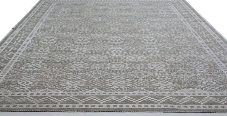 Indian Transitional Grey Wool Area Rug For Sale