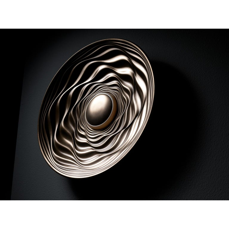 Transmission Bronze Sculpture by David Tragen In New Condition For Sale In Geneve, CH