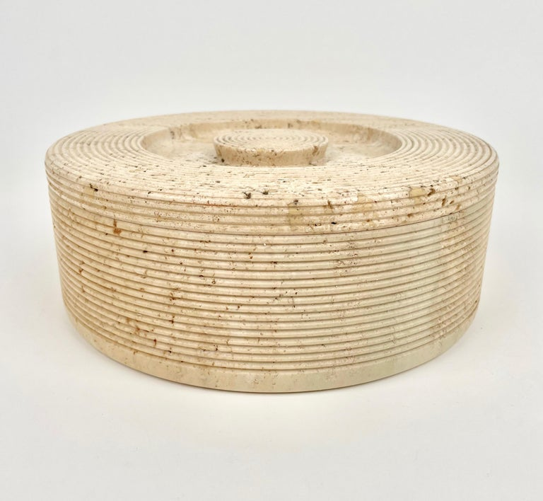 Round box in travertine marble by the Italian designers Pier Alessandro Giusti and Egidio Di Rosa for Up & Up. Made in Italy in the 1970s.  The box weights 5.6 kg.