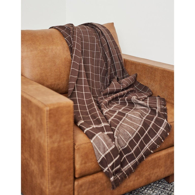 Treacle Brown Handloom Throw / Blanket In Organic Cotton In New Condition For Sale In Bloomfield Hills, MI