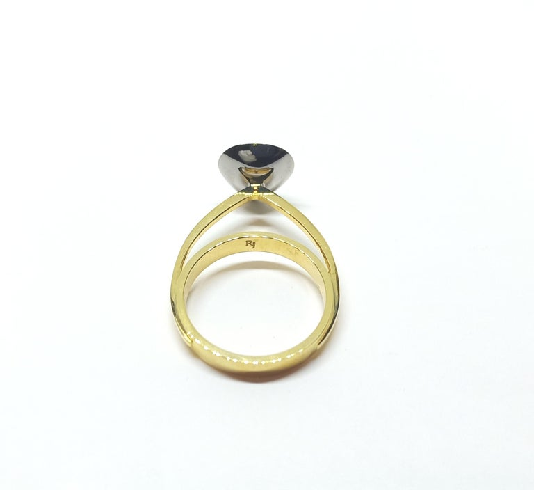 Tread the Untreaded Path with Colored Diamond Solitaire Yellow Gold Ring In New Condition For Sale In NEW DELHI, IN