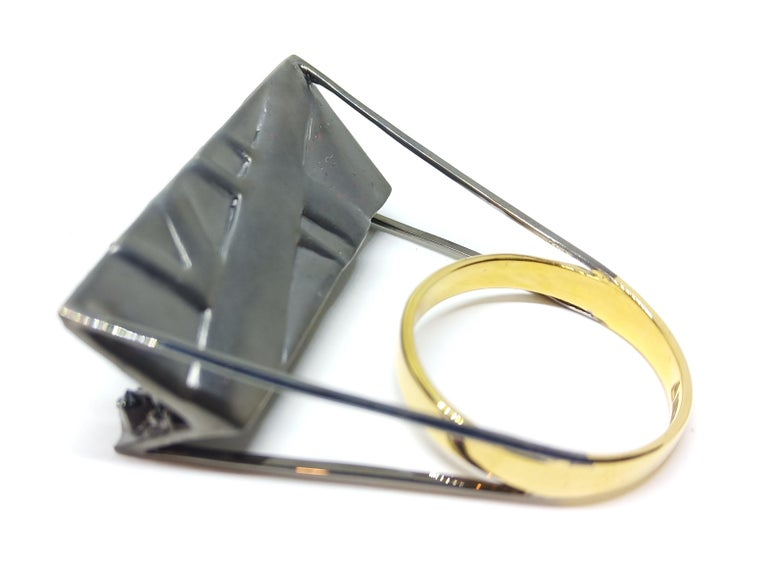 Tread the Untreaded Path with Contemporary Black Diamond Cocktail Gold Ring In New Condition For Sale In NEW DELHI, IN