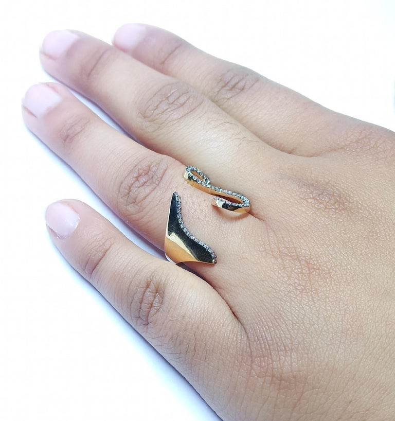 Tread the Untreaded Path with Contemporary White Diamond Rose Gold Fashion Ring For Sale 9