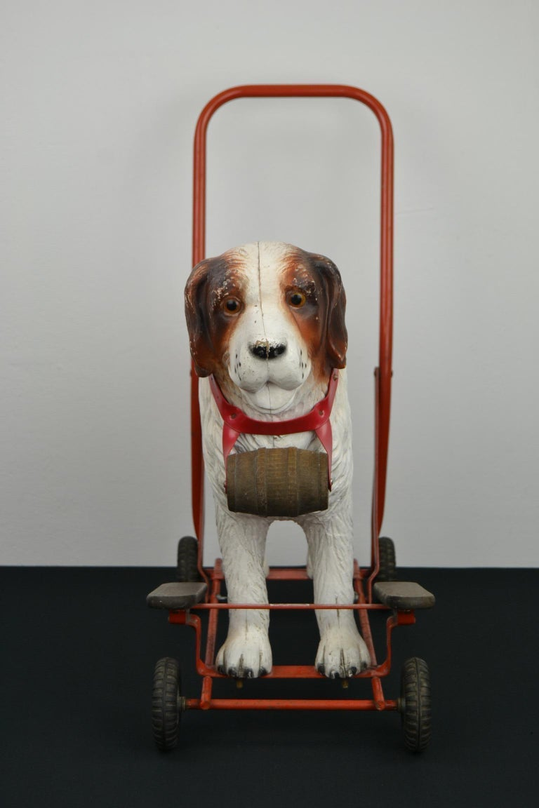 Tri-Ang St Bernard Dog Push Along Toy, 1950s In Good Condition For Sale In Antwerp, BE