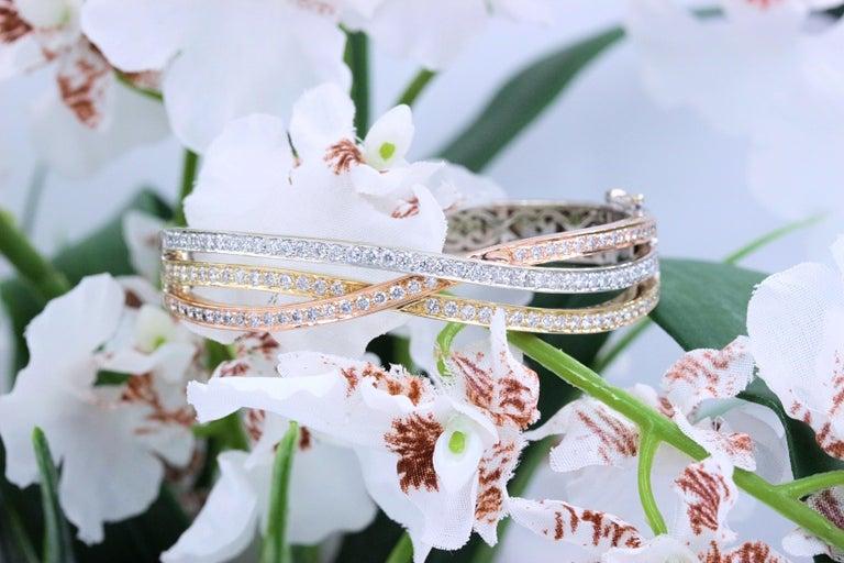 Tri-Color Round Diamond Bangle Bracelet 14 Kt White Yellow Rose Gold 2.00 Tcw For Sale 5
