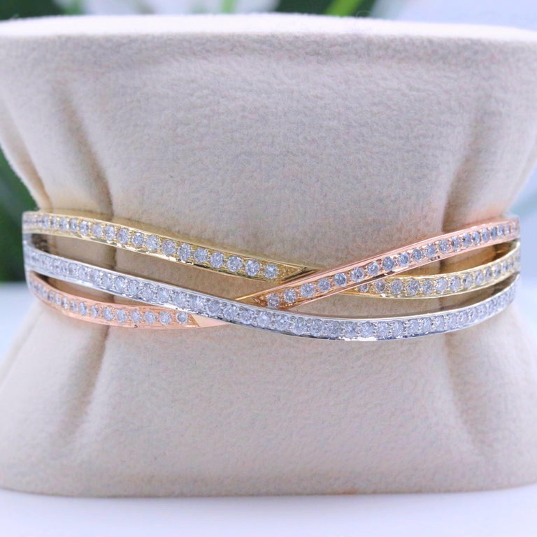 Round Cut Tri-Color Round Diamond Bangle Bracelet 14 Kt White Yellow Rose Gold 2.00 Tcw For Sale