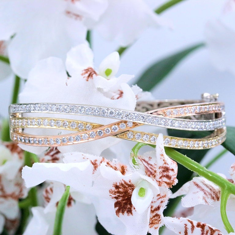 Tri-Color Round Diamond Bangle Bracelet 14 Kt White Yellow Rose Gold 2.00 Tcw In Excellent Condition For Sale In San Diego, CA