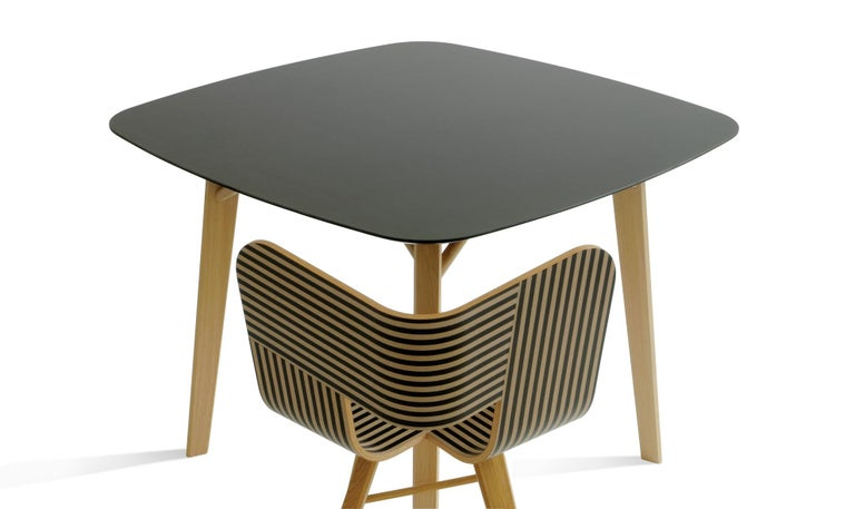 Tria Chair, Oakwood Shell, Black Metal Legs, Solid Minimalist Design Icon For Sale 4