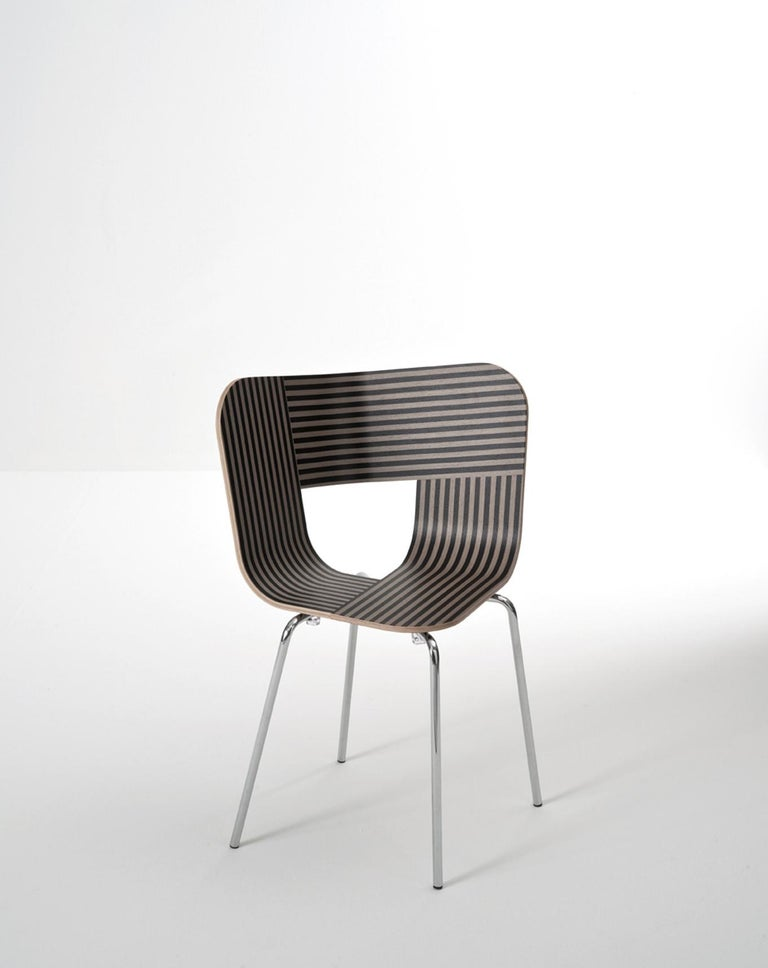 Tria Chair, Oakwood Shell, Black Metal Legs, Solid Minimalist Design Icon For Sale 5