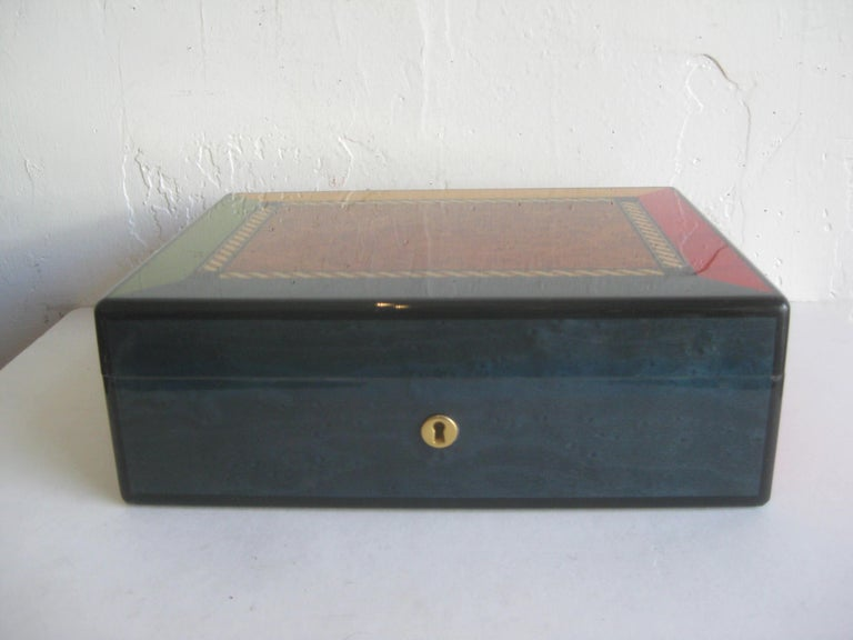 Triade French Burl Wood Inlay Lacquered Mahogany Cigar Humidor Tobacco Box In Good Condition For Sale In San Diego, CA