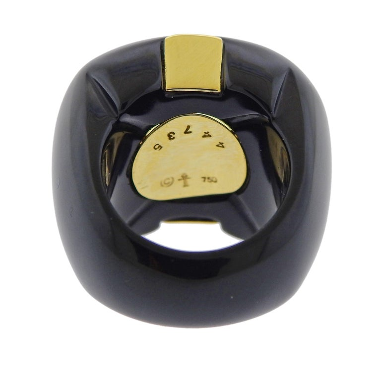 Trianon 10.50 Carat Yellow Sapphire Onyx Gold Ring In Excellent Condition For Sale In Boca Raton, FL