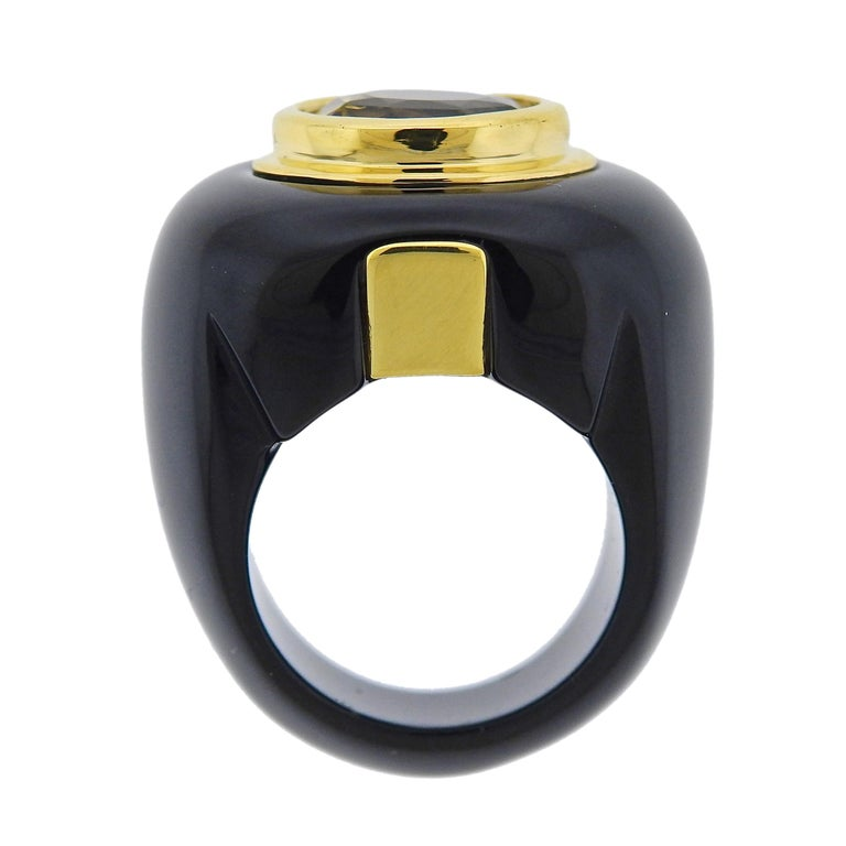 Women's Trianon 10.50 Carat Yellow Sapphire Onyx Gold Ring For Sale