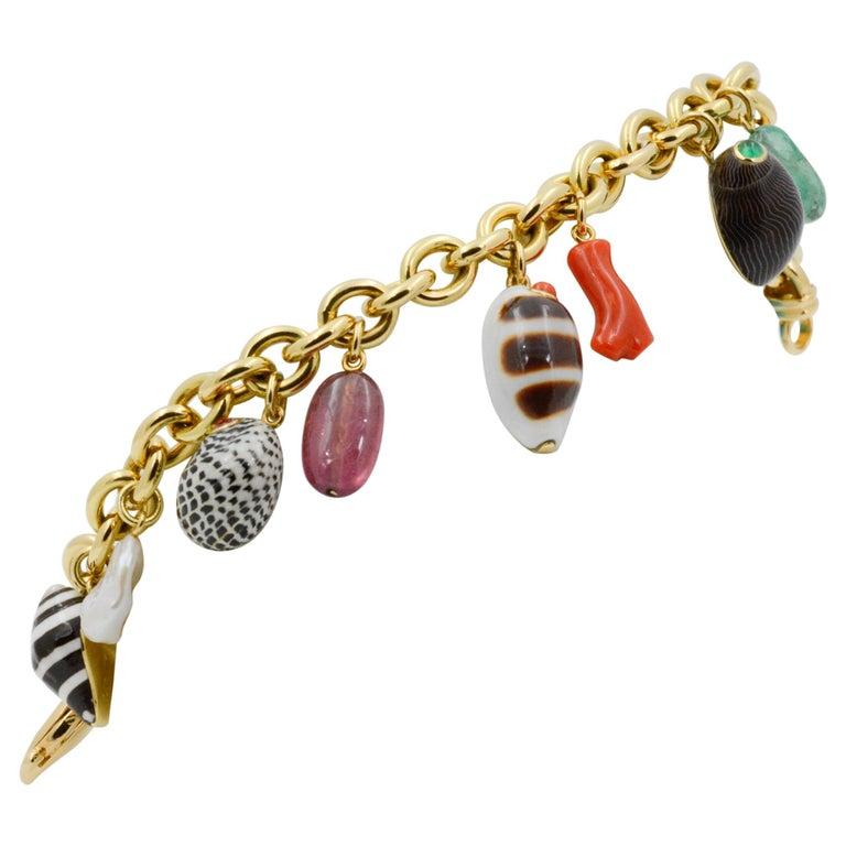 Trianon Shell Charm 18 Karat Yellow Gold Bracelet For Sale