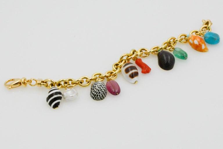 Women's Trianon Shell Charm 18 Karat Yellow Gold Bracelet For Sale