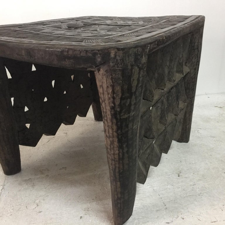 Tribal African Sidetable / Bench with Secret Compartment For Sale 1