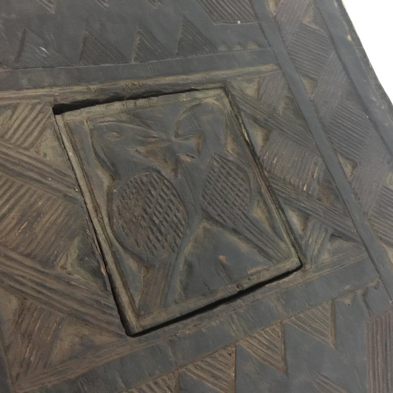 Tribal African Sidetable / Bench with Secret Compartment For Sale 2
