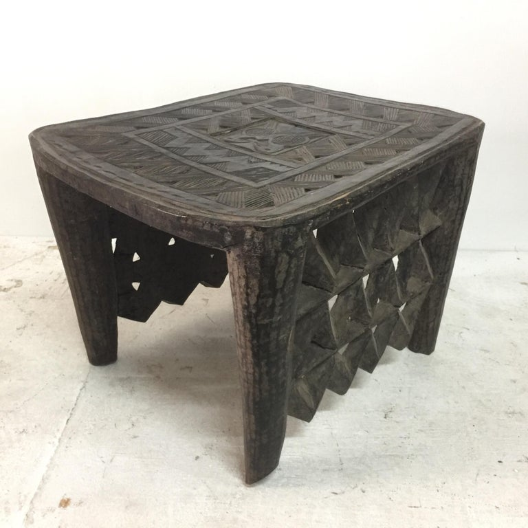 Tribal African Sidetable / Bench with Secret Compartment For Sale 6
