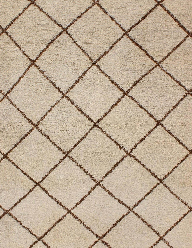 Tribal Vintage Moroccan Rug with Ivory and Brown Diamond Shapes In Excellent Condition For Sale In Atlanta, GA