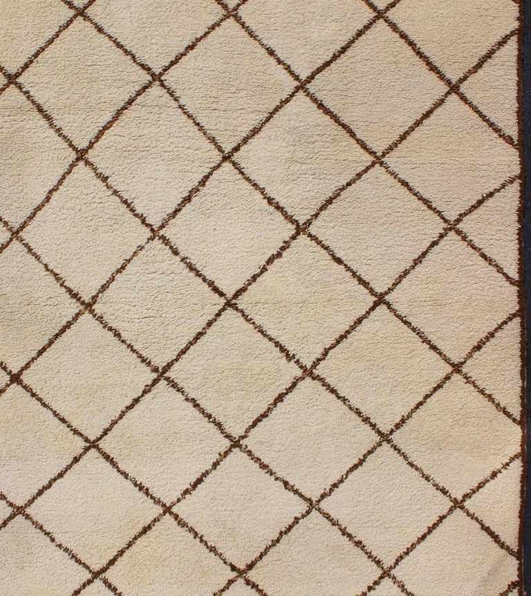 Late 20th Century Tribal Vintage Moroccan Rug with Ivory and Brown Diamond Shapes For Sale