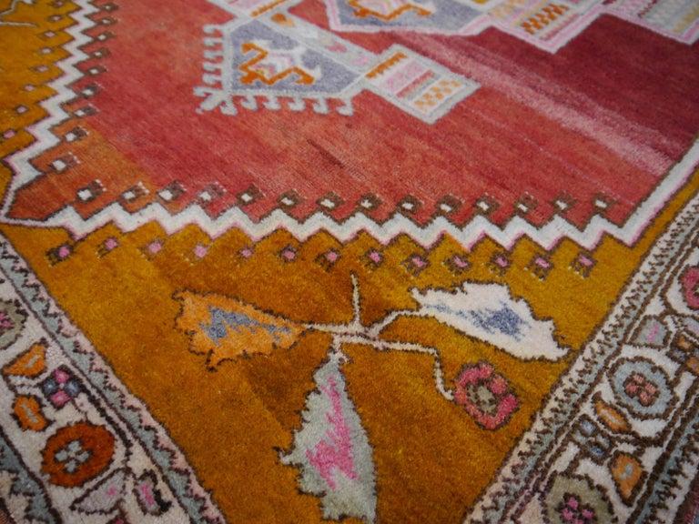 Tribal Vintage Turkish Yoruk Rug In Excellent Condition For Sale In Lohr, Bavaria, DE