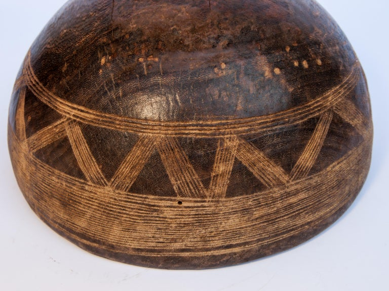 Tribal Wooden Bowl with Carved Design, Tuareg of West Africa, Mid-20th Century For Sale 5