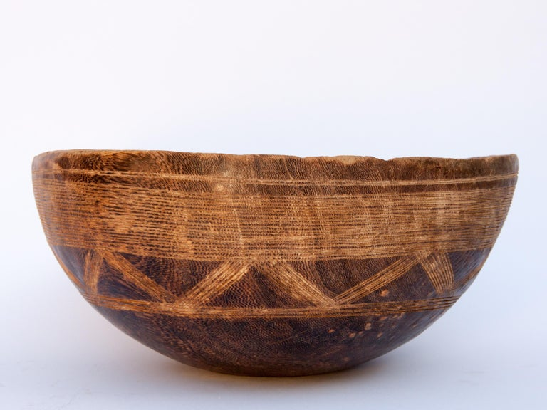 Hand-Carved Tribal Wooden Bowl with Carved Design, Tuareg of West Africa, Mid-20th Century For Sale