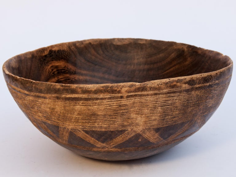 Tribal Wooden Bowl with Carved Design, Tuareg of West Africa, Mid-20th Century For Sale 1