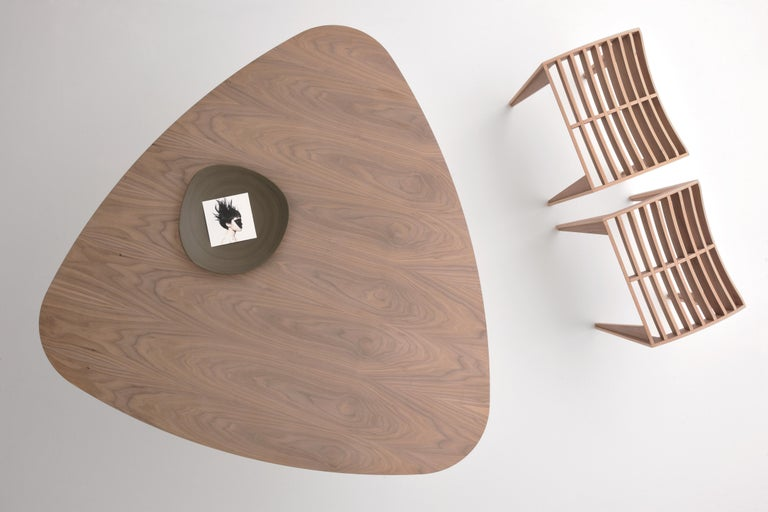 Trident, contemporary table made of ash wood with triangular top In New Condition For Sale In Salizzole, IT