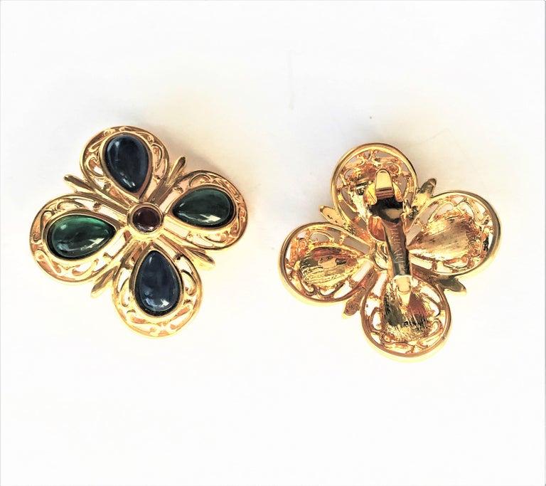 TRIFARI ear clip blue green glass gold plated 1950 USA  For Sale 1