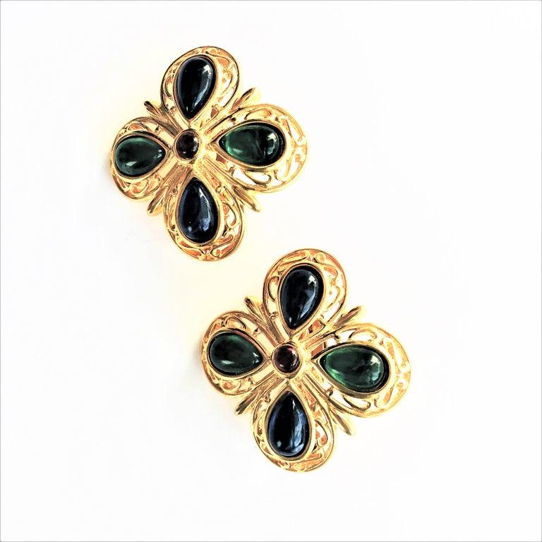 TRIFARI ear clip blue green glass gold plated 1950 USA  For Sale 2