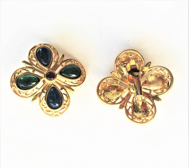 TRIFARI ear clip blue green glass gold plated 1950 USA  For Sale 3
