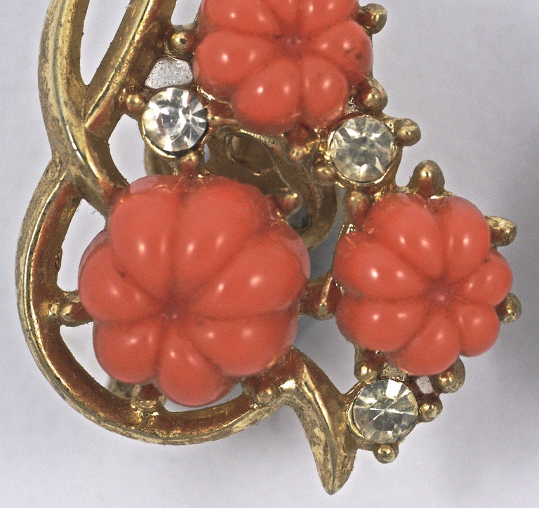 Trifari Gold Plated Moulded Coral Glass Flower Rhinestone Clip On Earrings In Good Condition For Sale In London, GB