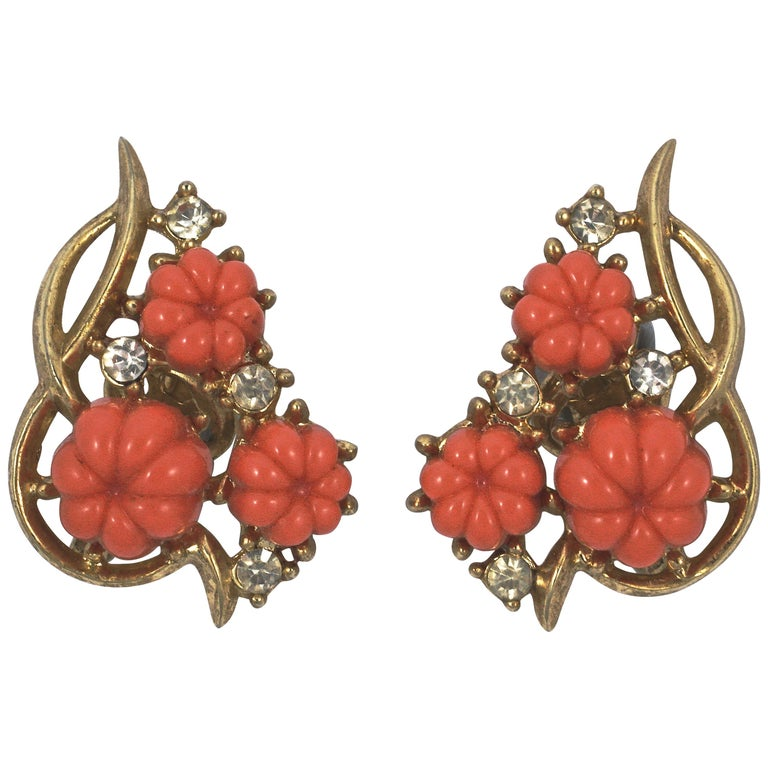 Trifari Gold Plated Moulded Coral Glass Flower Rhinestone Clip On Earrings For Sale