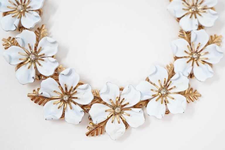 Trifari White Enamel Flower Choker Necklace, circa 1960s For Sale 1