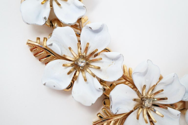 Trifari White Enamel Flower Choker Necklace, circa 1960s For Sale 2