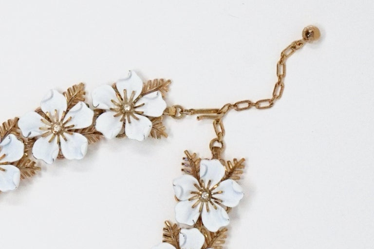 Trifari White Enamel Flower Choker Necklace, circa 1960s For Sale 3
