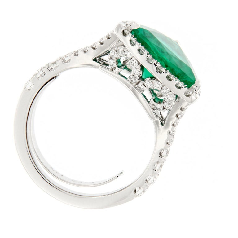 Trillion Cut Emerald Diamond White Gold Cocktail Ring In New Condition For Sale In Troy, MI