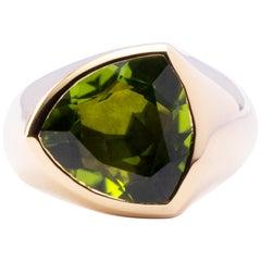 Trillion Cut Peridot 18 Karat Yellow Gold Ring