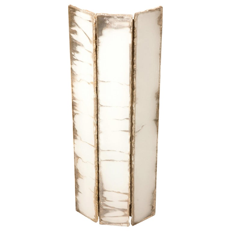 This wall lamp is a contemporary piece, made in Tuscany, Italy, entirely handmade, 100% of Italian origin.  The architectural form, reminiscent of the 1930s/ 1940s, draws the wall space with its light shadows, understated elegance and