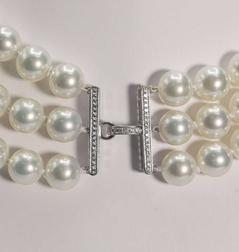 Art Deco Triple Strand Shaded White To Tahitian To Black Faux Vintage Pearl Bib Necklace For Sale