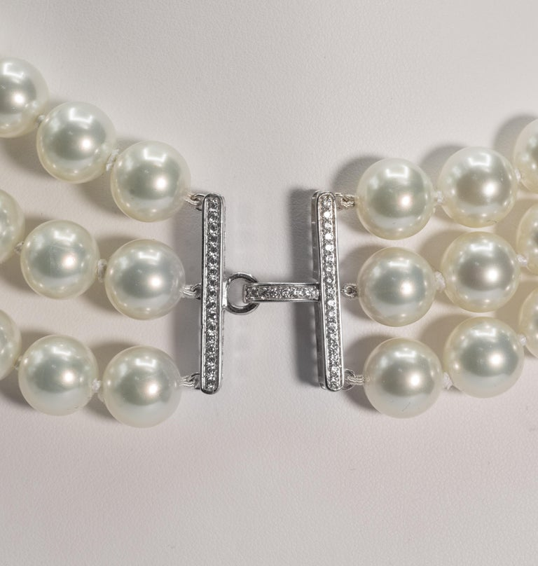 Triple Strand Shaded White To Tahitian To Black Faux Vintage Pearl Bib Necklace In New Condition For Sale In New York, NY
