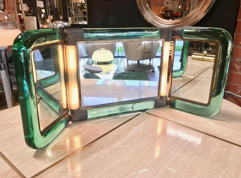 Triple vanity table light mirror, 1940s. A very beautiful and rare piece with nice brass details. In very good condition with charming patina. Width closed: 22in. Width opened: 30 in.