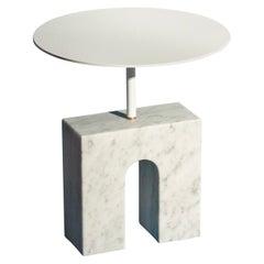 """""""Triumph Table"""" Minimalistischer Beistelltisch in Carraramarmor"""