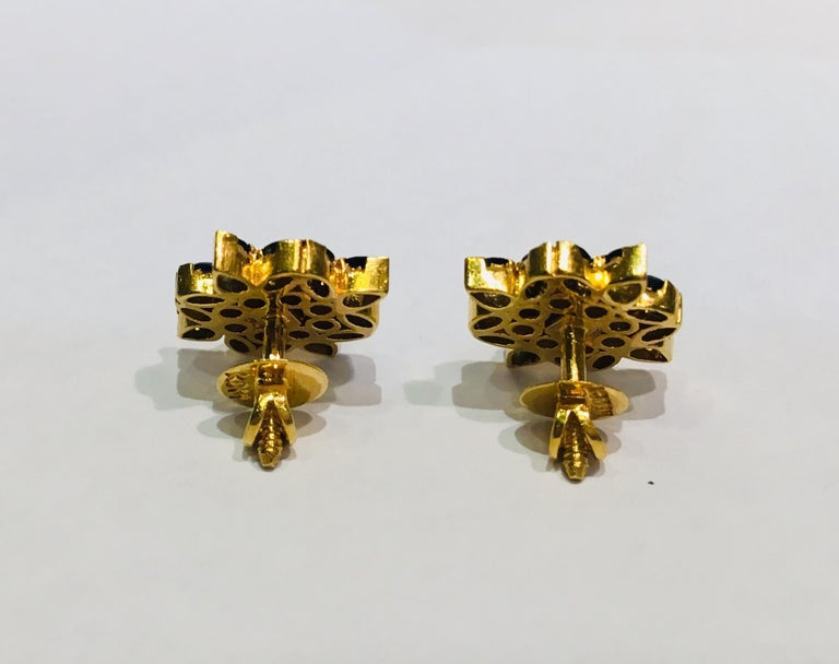Contemporary True Blue Sapphire Snowflake or Flower Style 22 Karat Yellow Gold Earrings For Sale